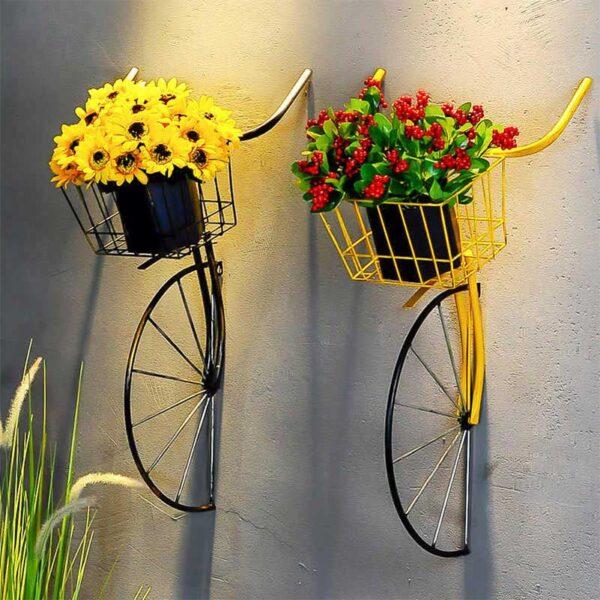 duvara monte çiçeklik